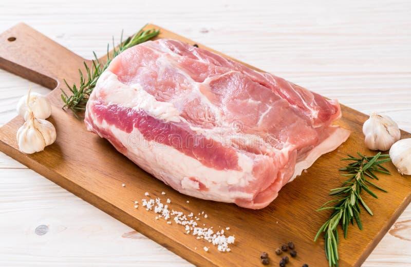 raccordo crudo della carne di maiale fresca fotografia stock