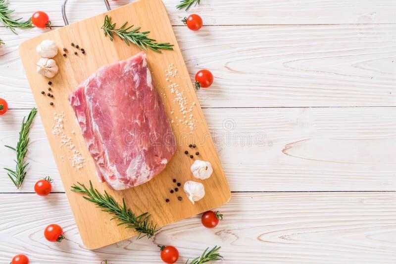 raccordo crudo della carne di maiale fresca immagine stock