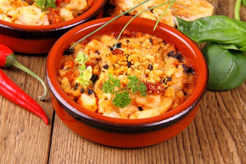 Raccordo del petto di pollo in salsa Mediterranea, tapas immagini stock