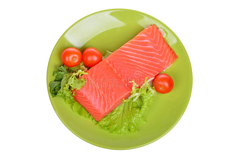 Raccordo di color salmone crudo fresco su un piatto isolato fotografie stock libere da diritti