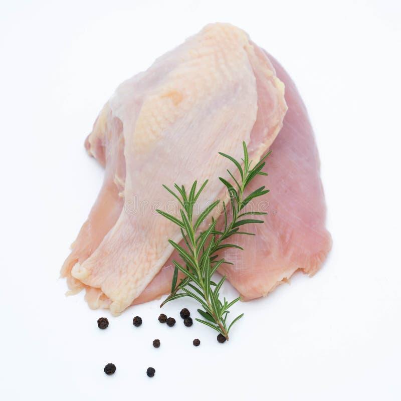 raccordo fresco del pollo del rew con le spezie su un bianco fotografie stock libere da diritti