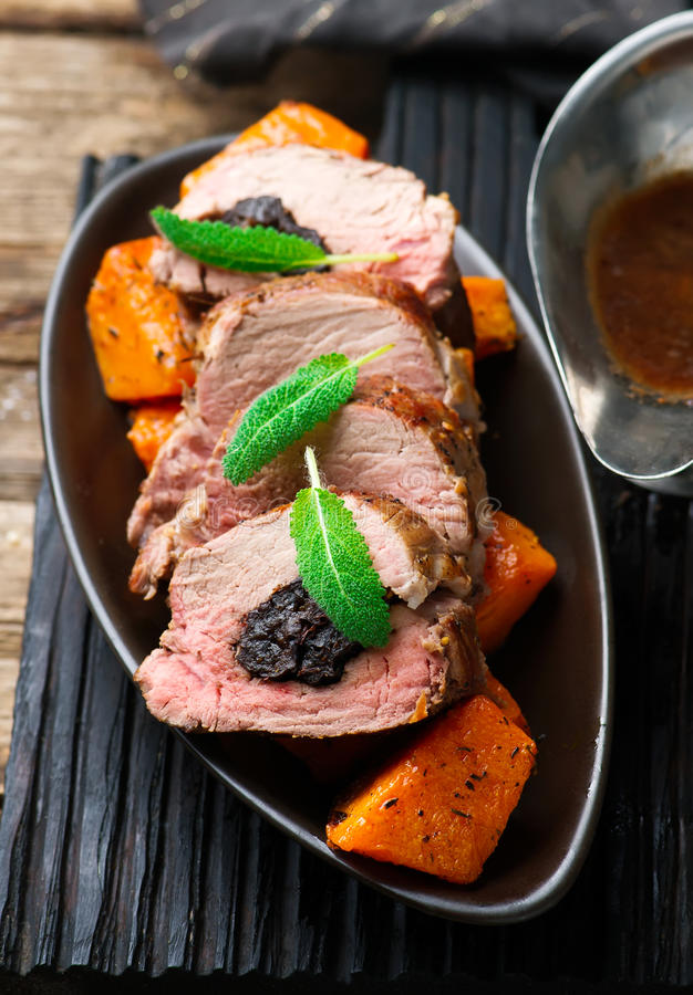 Raccordo Prugna-farcito della carne di maiale Fuoco selettivo fotografia stock libera da diritti