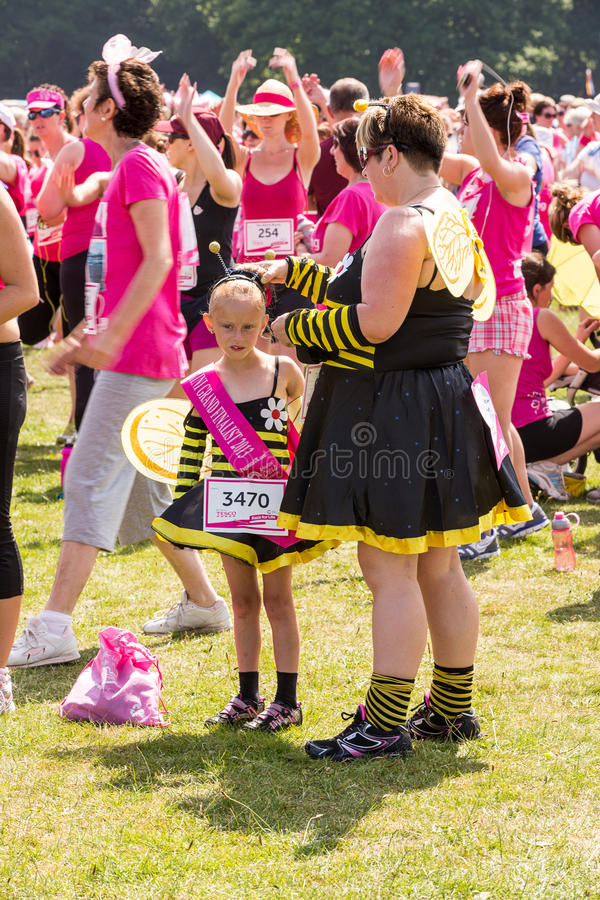 Download Race for Life editorial photo. Image of leisure, pink - 32267296