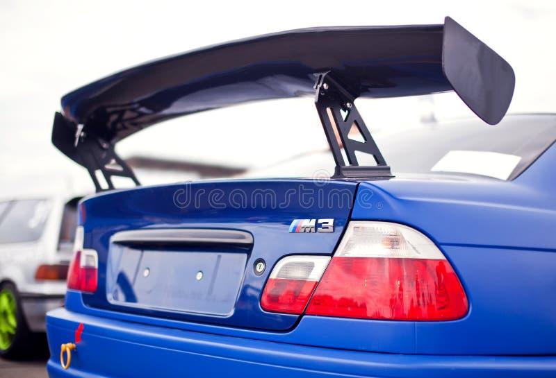 Raceauto achtervleugel stock foto