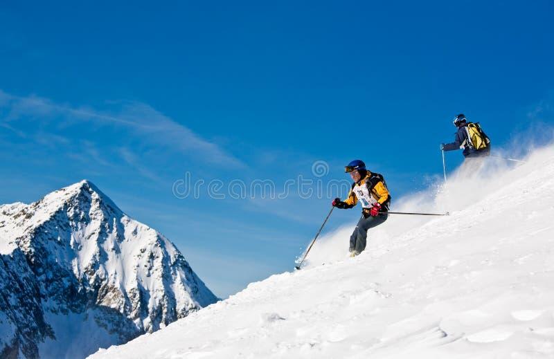 racen skidar arkivfoton