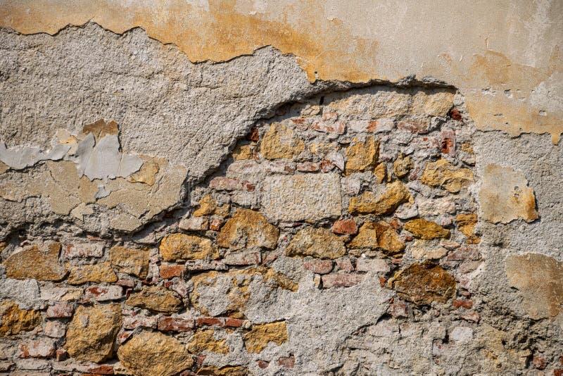 Rachado e vestido para render a coberta da parede de tijolo fotografia de stock royalty free