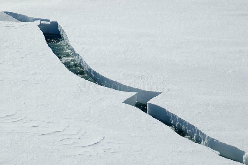 Rachadura do gelo fotografia de stock