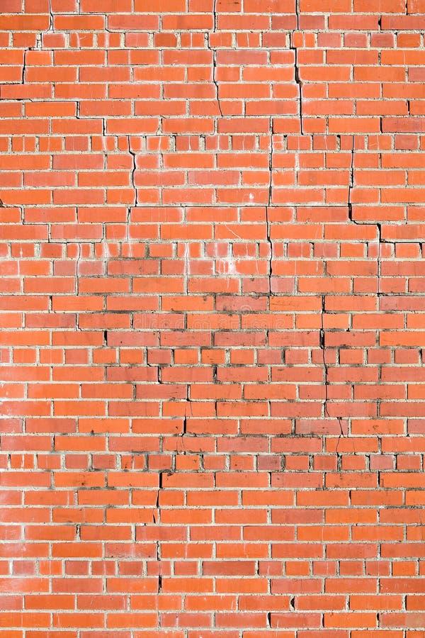Rachaduras da parede de tijolo fotografia de stock royalty free