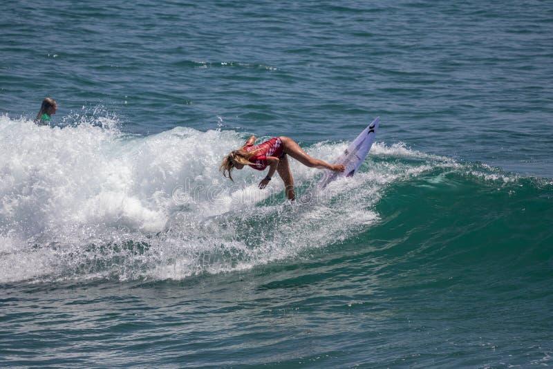 Rachel Presti surfant dans l'US Open de fourgons de surfer 2019 images stock