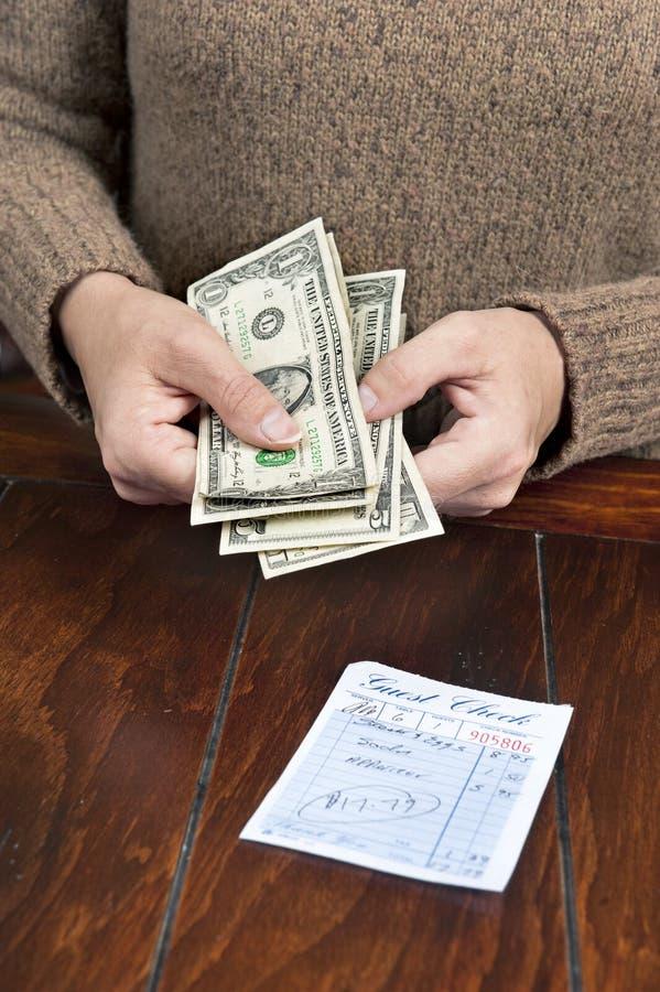 rachunek kobieta obiadowa target635_0_ obrazy royalty free