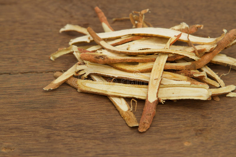 Racine de réglisse, utilisée dans de fines herbes chinois images libres de droits