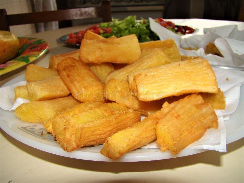 Racine frite délicieuse de manioc photographie stock libre de droits