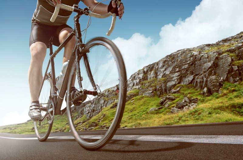 Racing Bike in de bergen stock fotografie