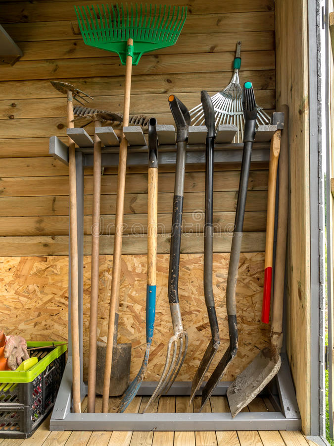 Rack with garden tools stock image image of organized for Materiel de jardinage wolf