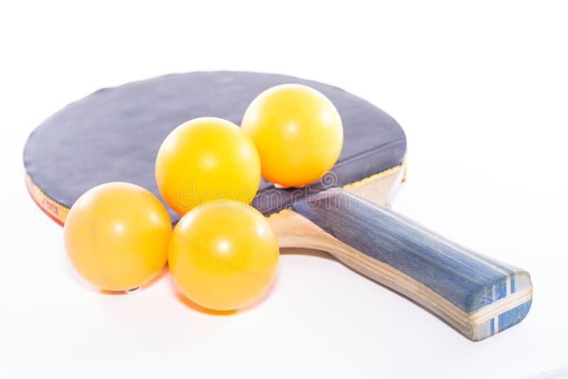 racket en bal die op wit wordt geïsoleerde royalty-vrije stock fotografie