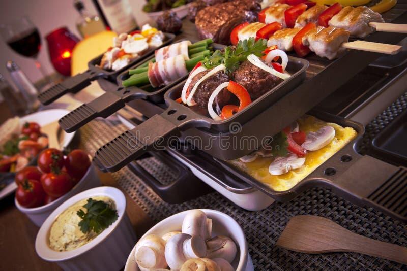 Raclette blata holender lub grill 'gourmetten' zdjęcia stock