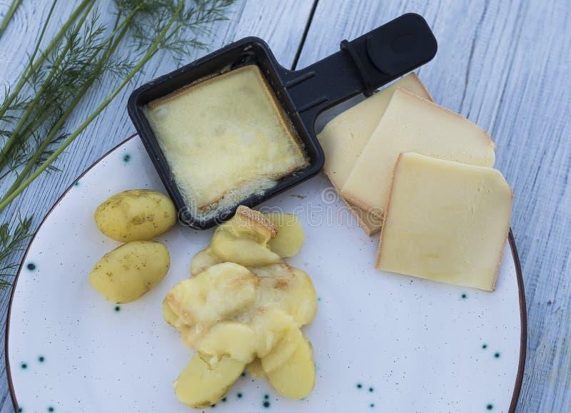 Raclettekaas met aardappel royalty-vrije stock fotografie