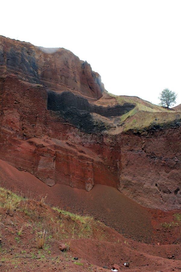 Racos extictvulkan - den gamla bryta platsen som ett geologiskt parkerar royaltyfri fotografi