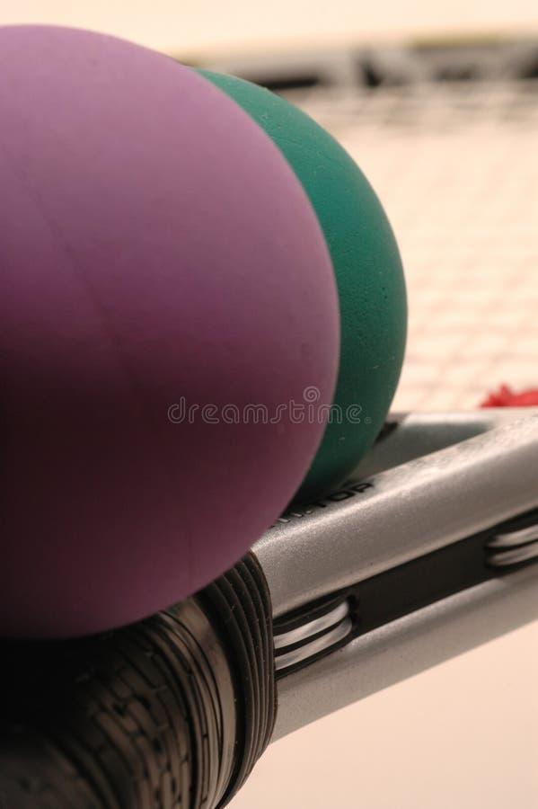 Racquetballs et raquette image stock
