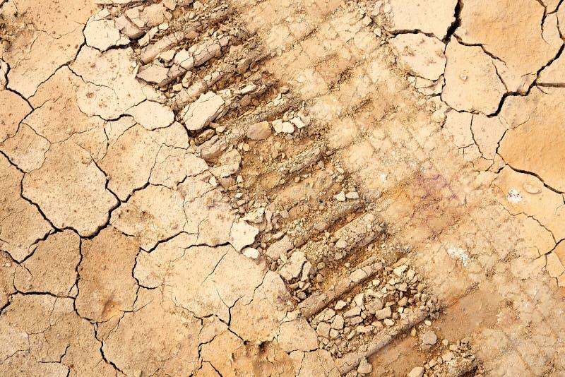 Rad-Ausrichtung auf Details des Bodens die Sprünge im Boden stockfotos