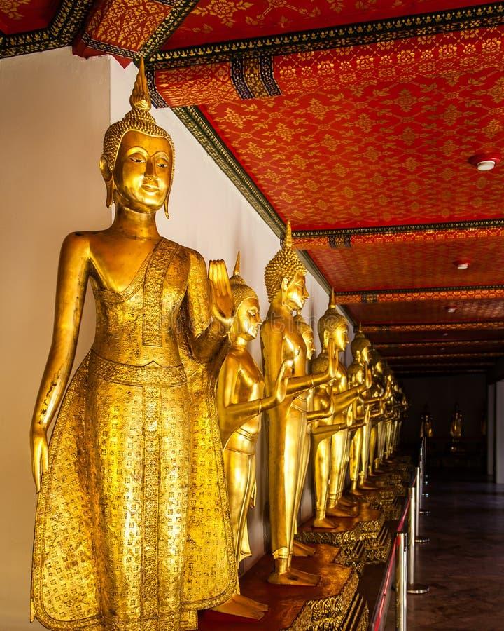 Rad av Buddha på Wat Pho royaltyfri foto
