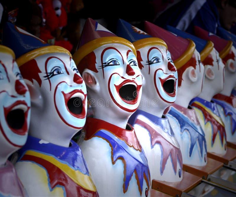 Rad av den färgglade karnevalclownen Heads Game royaltyfri bild
