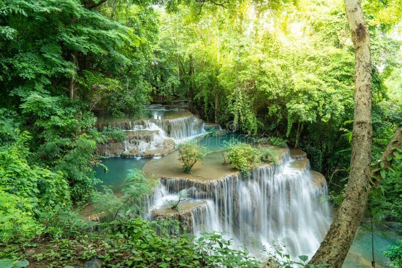 Rad 4 av den Huay Mae Kamin vattenfallet fotografering för bildbyråer