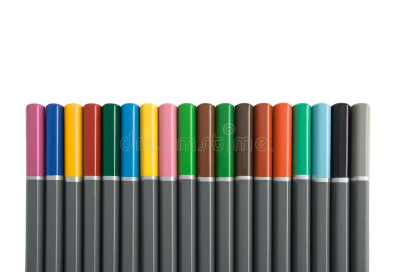 Rad av m?ng- f?rgade blyertspennor arkivfoto