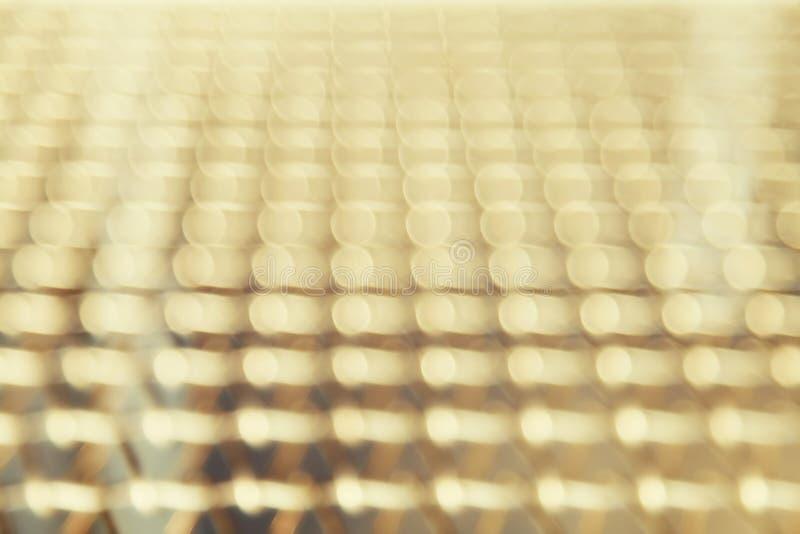 Rad av suddiga gula ljus arkivfoto