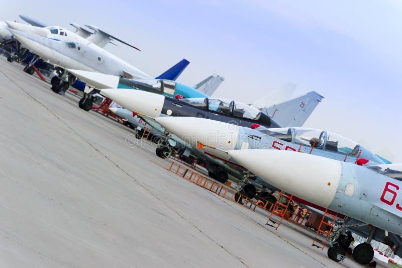 Rad för militärt flygplan arkivfoto