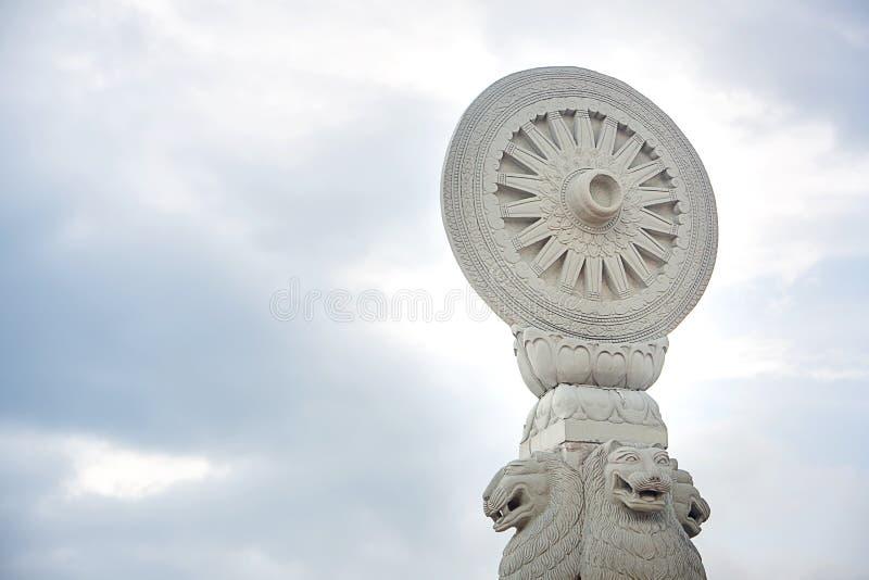 Rad von Dharma, Symbol von Buddhismus Asiens Hinayana Muster der Religionsarchitektur Bild für Hintergrund, Kopienraum stockfoto