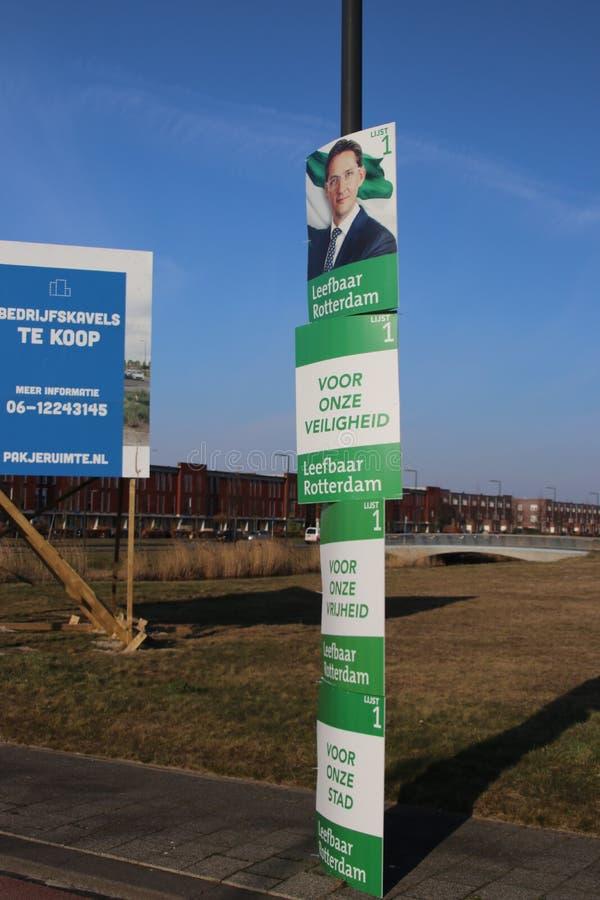 Rada miasta wyborów holandie 2018: kanapki deska leefbaar Rotterdam wokoło słupa na ulicie w Nesselande okręgu zdjęcia royalty free