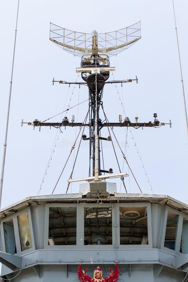 Radar do equipamento da navegação e sala de comando velhos fotografia de stock royalty free