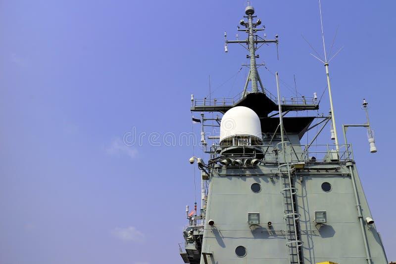 Radar na armatnim statku zdjęcie stock