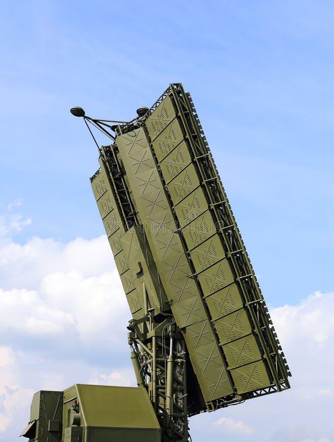 Radarowa antena na przeprowadzam etapami - szereguje technologię rosyjski amntim fotografia royalty free