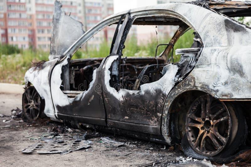 Radauto-Fahrzeugkram der Brandstiftung Feuer gebrannter stockbilder