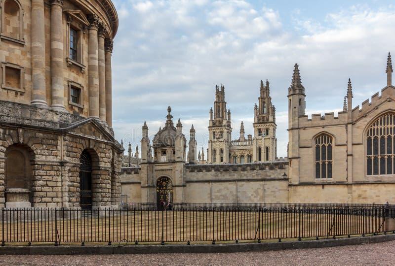 Radcliffe kamera och all andas högskola, Oxford arkivbild
