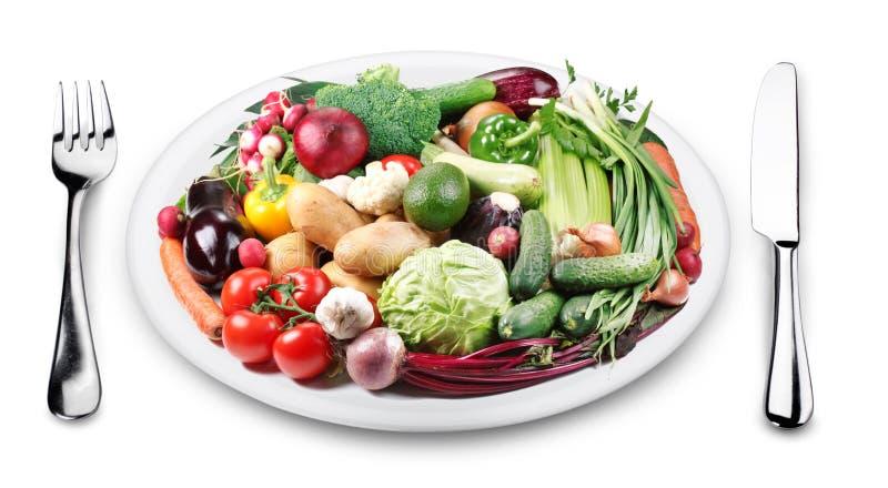 Raddagrönsaker på en platta. arkivbild