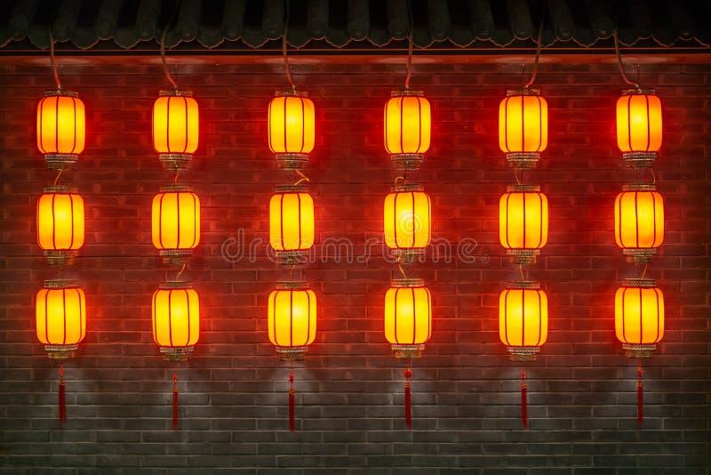 Rader av röda lyktor arkivfoton