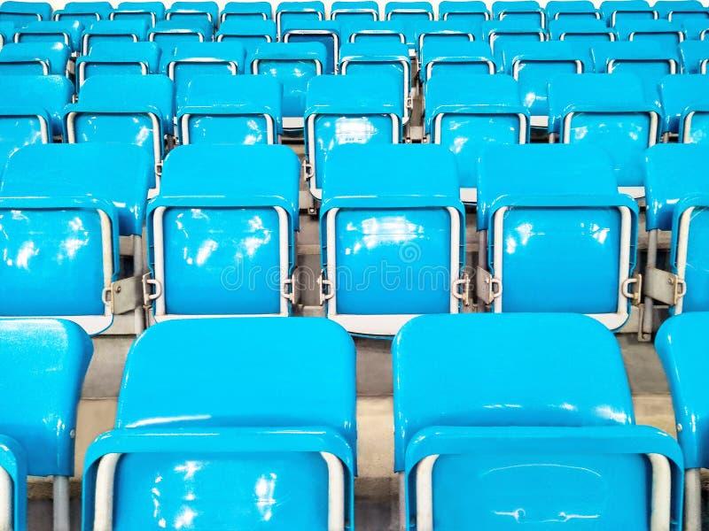 Rader av stolar eller platser i stadion fotografering för bildbyråer