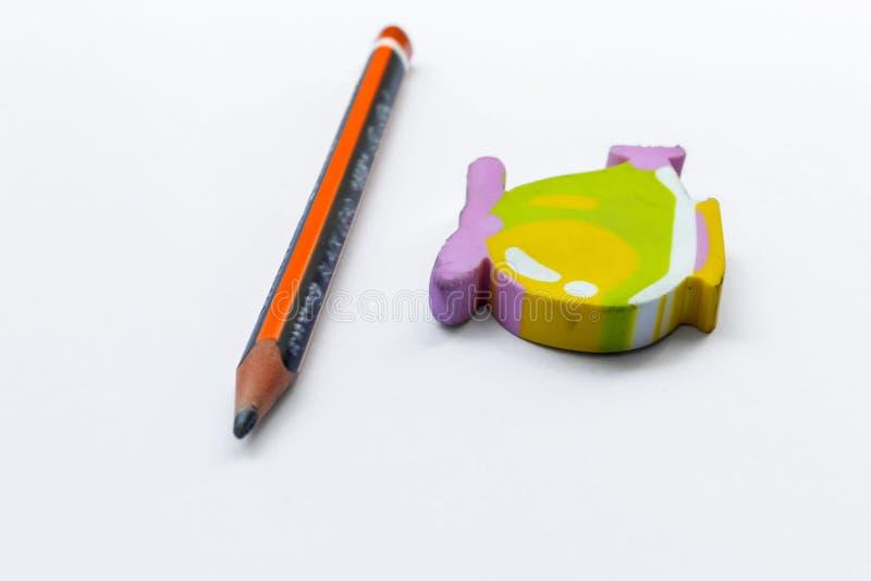 Radergummi och blyertspenna arkivbild