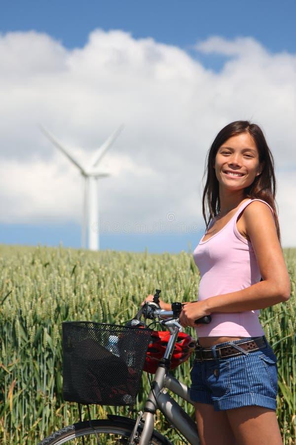 Radfahren in die Landschaft stockbild