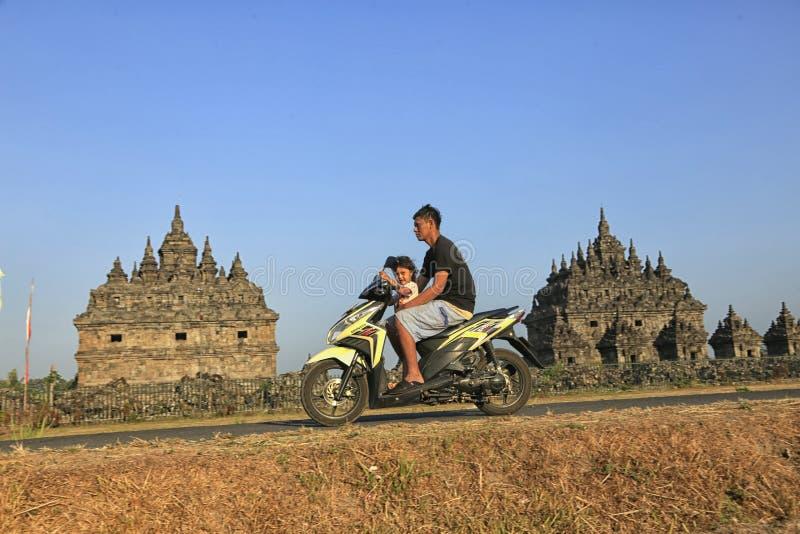 Radfahren an Plaosan-Tempel stockbilder