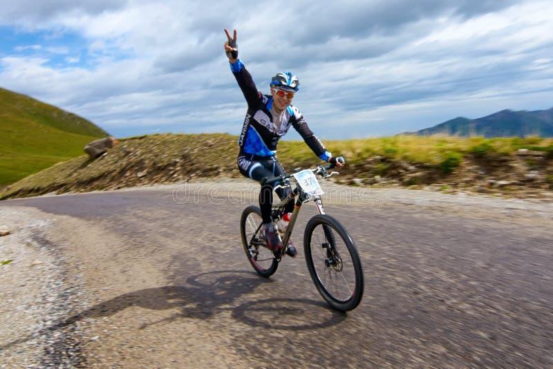 Radfahrender ansteigender Wettbewerb stockfotos