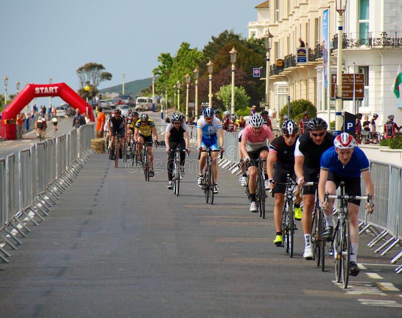 Radfahrenfestival Eastbournes - 4. Kategorien-Straßenrennen stockfotos