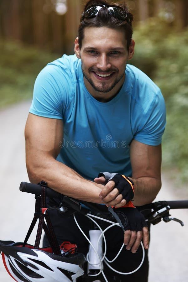 Radfahrer im Sommer stockbild