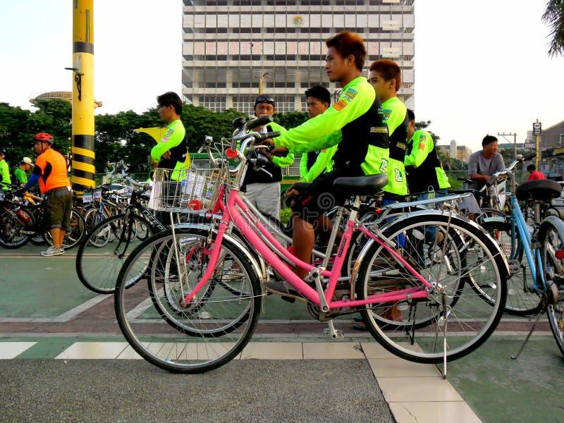 Radfahrer treten für eine Fahrradspaßfahrt in marikina Stadt, Philippinen zusammen stockfoto