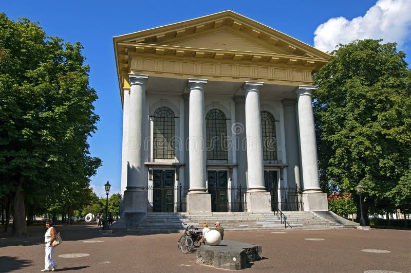 Radfahreren-Wanderer für die neue Kirche in Zierikzee stockbilder