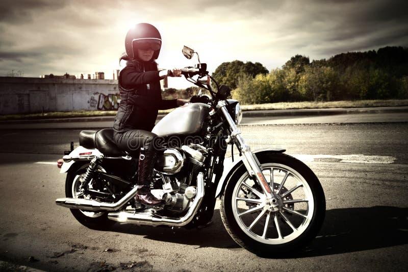 Radfahrermädchen stockfoto