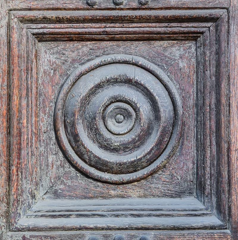 Radialdekor auf alter Holztür lizenzfreies stockfoto
